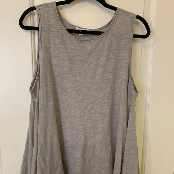mittoshop Tops - NWT swing style boutique tank top